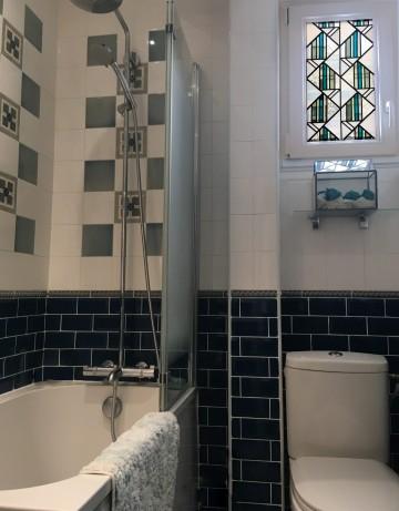 Fenêtre salle de bain en vitrail